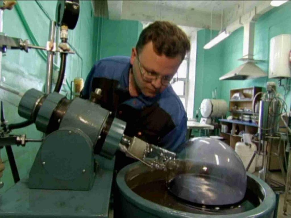 Обслуживание ротационных испарителей на участке разделения фуллеренов.